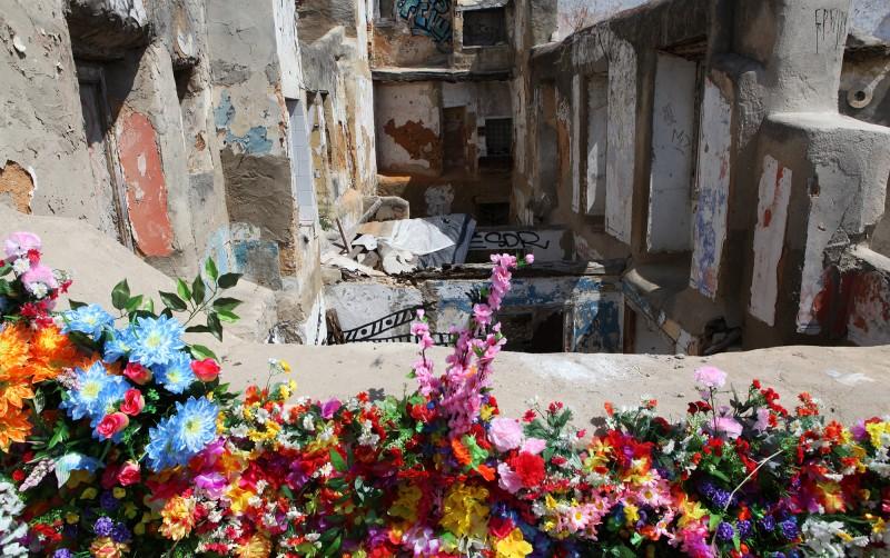 alfama ruins flowers