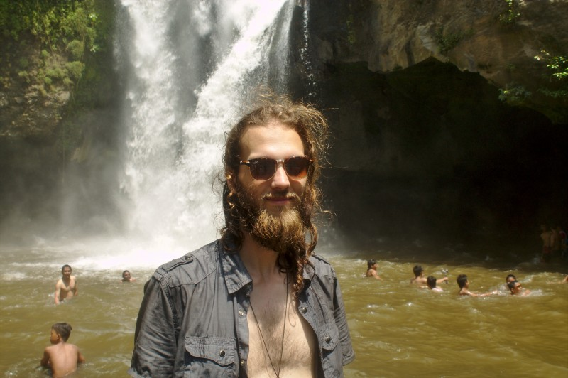 Tegenungan waterfall Hemmo