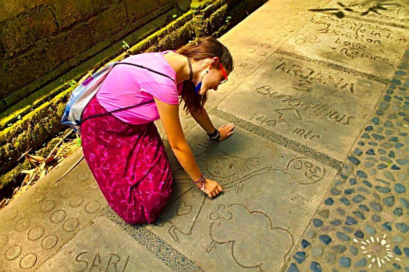 Drawing on a tile, Kajeng street