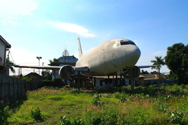 Abandoned airplane next to Dunkin' Donuts, Bali
