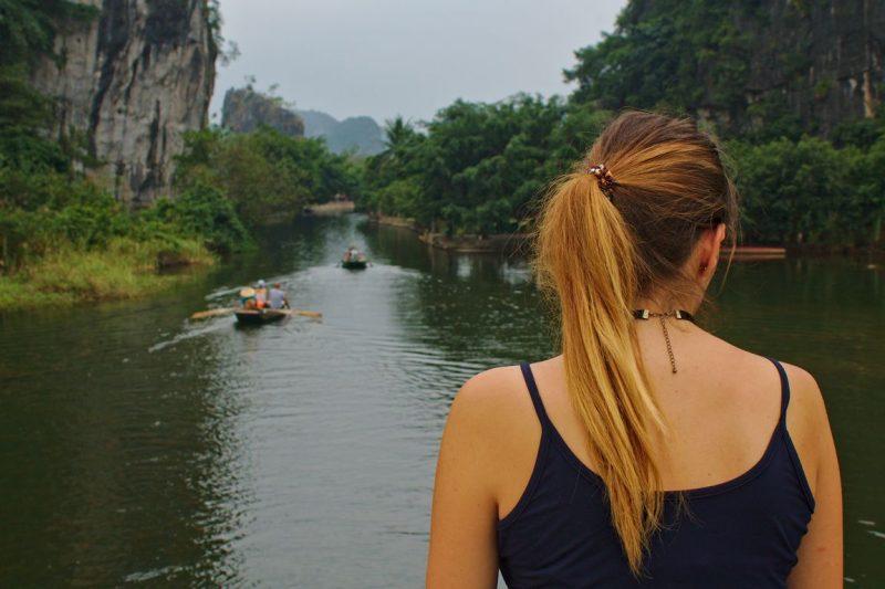 De rondvaarttochten per roeiboot in Tam Coc
