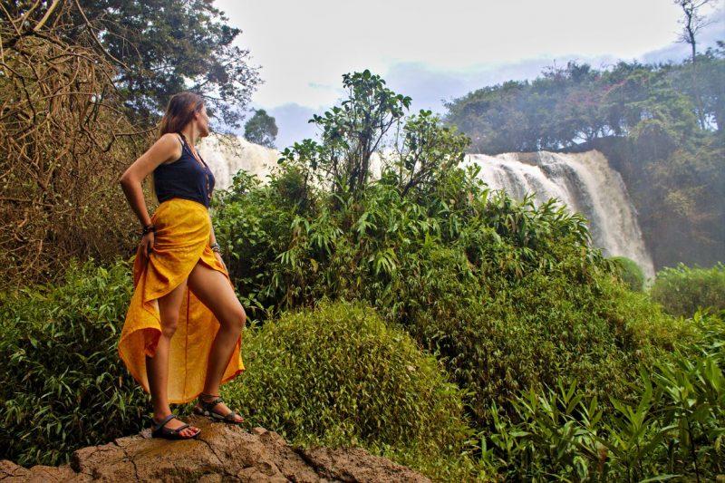 Uitzicht van de Elephant Falls nabij Dalat